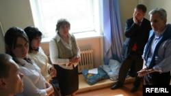 RFE/RL President Jeffrey Gedmin visits hunger strikers in Minsk.