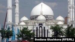 Мечеть «Хазрет Султан» в Астане.