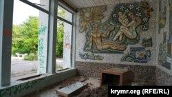 На задворках крымского курорта: что осталось от грязелечебницы «Мойнаки» (фотогалерея)