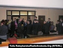 Віряни прийшли на суд підтримати члена своєї громади