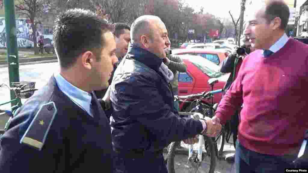 МАКЕДОНИЈА - Судијката Моника Бахчовановска, сопруга на поранешниот висок функционер од ВМРО-ДПМНЕ, Владимир Бахчовановски, која го ценела обвинителниот акт, претходно одлучи дека нема основа за сомнение дека поранешниот директор на УБК Сашо Мијалков бил поттикнувач на тортурата и оти пред суд треба да бидат изведени само полицајците што го го апселе Љубе Бошкоски. СЈО поднесе жалба на ваквата одлука и сега се чека одлука на Апелациониот суд.