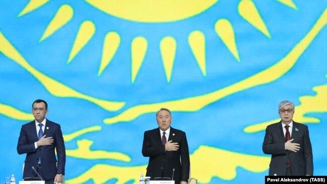 Нынешний спикер сената Маулен Ашимбаев (слева), экс-президент Нурсултан Назарбаев и президент Казахстана Касым-Жомарт Токаев.