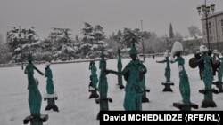 Руставская мэрия отказалась от идеи концерта в новогоднюю очередь и других праздничных мероприятий