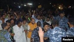 أجهزة الأمن العراقية تفرق محتجين ضد نقص الكهرباء في الناصرية في آب 2010