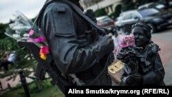 Пам'ятник «зеленим чоловічкам» у Сімферополі