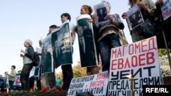 Оппозиция хочет видеть президентом Ингушетии Руслана Аушева, несмотря на то, что он не приехал в Назрань после убийства Евлоева