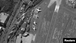 Российские Ту-160, Ил-62 и Ан-124 в аэропорту Каракаса в декабре 2018 года. Спутниковый снимок.