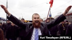 """Один из лидеров движения """"Русские"""" Дмитрий Демушкин на """"Русском марше"""", 2010 г."""