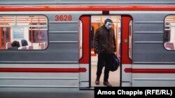 Захисні маски та порожні вулиці: Прага посилила заходи безпеки
