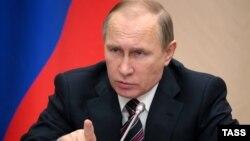 Россиялъул президент Владимир Путин Ново-Огаревоялда бугеб резиденциялда, 13Янв2016