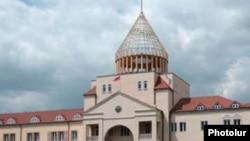 Здание парламента в столице Нагорного Карабаха, Степанакерте.