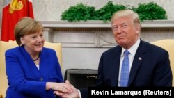 Angela Merkel (solda) ve Donald Tramp