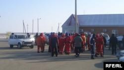 Мұнай компанияларының жұмысшылары ереуілге жиналды. Қарабатан, 20 желтоқсан 2008 ж.