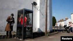 Cabină telefonică în apropierea cartierului geneal al agenției de ascultări din Marea Britanie,Comunicațiile guvernamentale, cunoscută sub numele de GCHQ, în Cheltenham, 16 aprilie 2014
