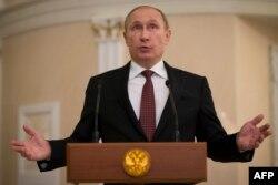 Vladimir Putin adresîndu-se presei