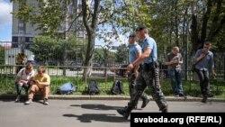 У Білорусі ОМОН блокував офіс кампанії «БєлаПАН». Мінськ, 7 серпня 2018 року