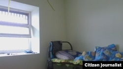 Россиядаги муҳожирларни сақлаш марказларидан бирининг камераси (Челябинск шаҳри)