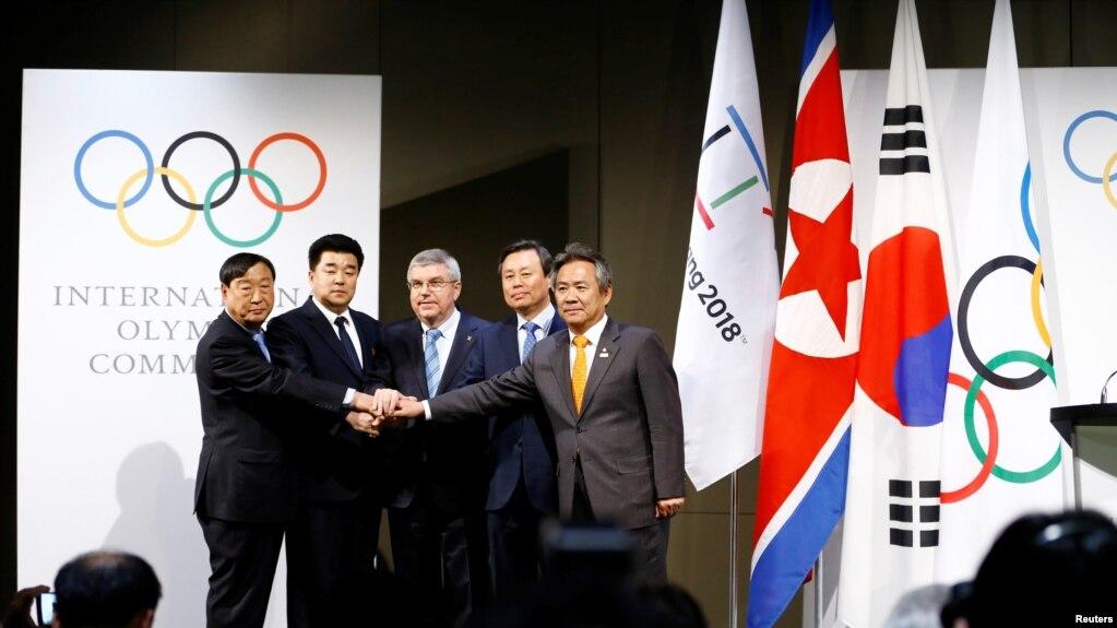 Президент МОК с представителями КНДР и Южной Кореи