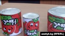 Банки просроченной томатной пасты из Китая. Бишкек. Октябрь 2010 г.