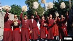 Garaşsyzlykdan soň ençeme ýylyň dowamynda müňlerçe türkmenistanly daşary ýurtlara gitdi.