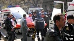 Пострадавшим во время теракта в Нефтяной академии оказывается помощь. Баку, 30 апреля 2009 г.