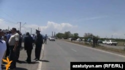 Armenia - Police stop angry farmers from blocking a highway in Armavir, 15May2013.