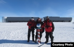 Dragan Jovović sa članovima ekspedicije na Južnom polu