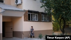 A local resident walks outside the apartment block in Tashkent where Sayfullo Saipov, the suspect in the New York terror attack, reportedly lived between 1996 and 2006, according to police records.