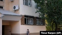 Cайфулло Соипов 1996-2006 йиллар оралиғида Тошкентдаги мана шу кўп қаватли уйдаги квартиралардан бирида истиқомат қилган