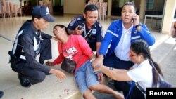 Поранений отримує першу допомогу після вибуху в місті Хуа Хін, Таїланд