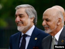 Afghan President Ashraf Ghani (right) and Chief Executive Abdullah Abdullah (file photo)