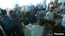 Armenia - A chaotic scene at the trial of arrested radical opposition members in Yerevan, 28Jun2017.