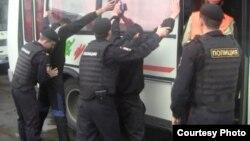 """Москванинг турли минтақаларида полиция ва ФМС ходимлари """"муҳожирлар овини"""" давом эттирмоқда."""