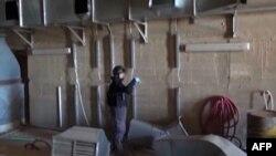 Сирияда химиялық қару сақталған нысанды тексеріп жүрген инспектор. 10 қазан 2013 жыл.