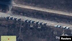 Предположительно российские самолеты Су-27 и Су-24 на границе Украины. Спутниковая фотография, опубликованная агентством Reuters в начале апреля.