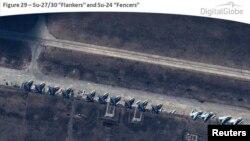 Російські військові літаки поблизу кордонів України на початку квітня (супутникове фото)