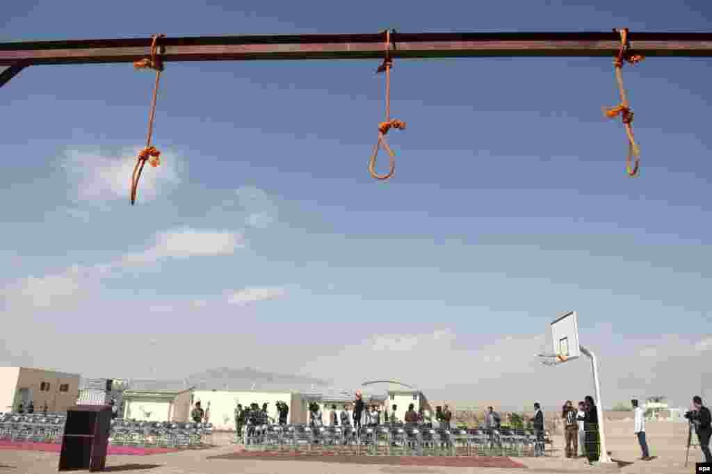 The gallows at Pul-e Charkhi prison on the outskirts of Kabul. Afghan authorities hanged five men who raped four women one month ago, as well as Habib Estalef, head of a kidnapping network. (epa/Jawad Jalali)