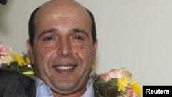 علی وکیلی راد روز سه شنبه پس از ۱۹ سال زندان به ایران بازگشت و به گمانه زنی ها در باره توافق پشت پرده تهران و پاریس برای آزادی دامن زد.