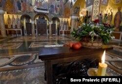 Podgorica, Muntenegru - Paște fără enoriași, regula în aproape toată lumea ortodocsă, 19 aprilie 2020.