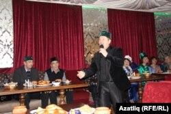 Табынны алып баручы популяр җырчы Айрат Халиков