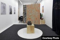 """Фрагмент интерьера квартиры, созданной в галерее, которую """"Рафани"""" предлагали снять туристам"""