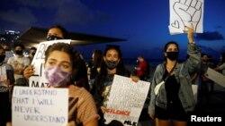 Protest u Tel Avivu u znak solidarnosti s protestima u Sjedinjenim Državama protiv policijske brutalnosti i smrti Džordža Flojda (George Floyd) u Miniapolisu, snimljeno u Izraelu, 2. juna 2020.