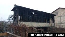 Վրաստան - Բագդաթիում այրված փայտե շինությունը, 4-ը փետրվարի, 2020թ.