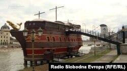 Галија на реката Вардар