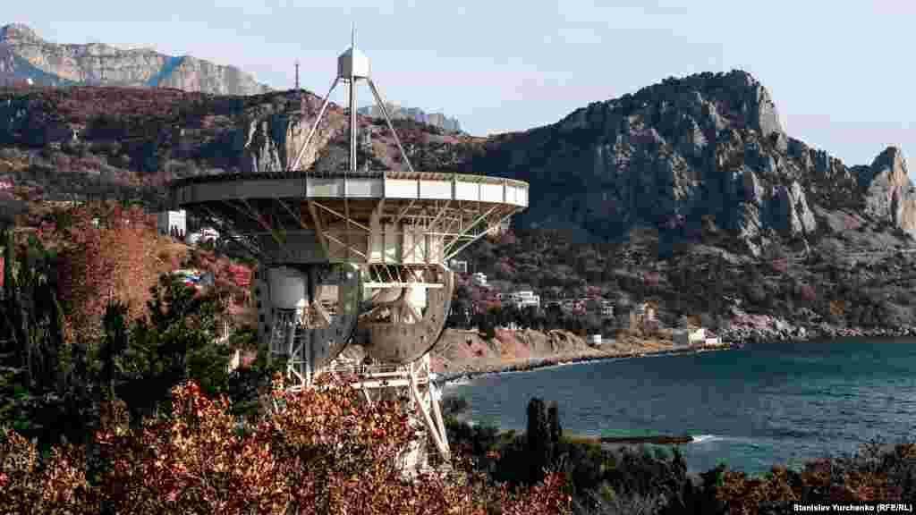 Радиотелескоп крымской астрофизической обсерватории в поселке Кацивели, что на Южном берегу Крыма