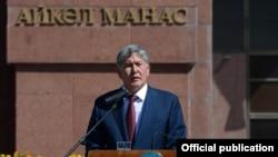 Претседателот на Киргистан, Алмазбек Атамбаев.