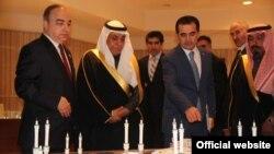 Спикер нижней палаты парламента Таджикистана Шукурджон Зухуров на встрече с саудовскими чиновниками