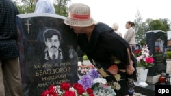 Relatives and friends of crew members gathered for a memorial service and a commemorative meeting at St. Petersburg's Serafimovskoye Cemetery. (file photo(