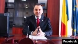 """Senatorul PMP Vasile Cristian Lungu a modificat legea Educației, interzicând """"teoria sau opinia identității de gen""""."""