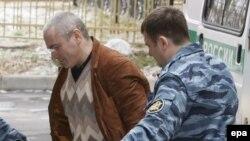 Михаил Ходорковский у здания Хамовнического суда.
